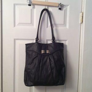 Elle shoulder bag with a bow.